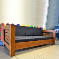 Sofá 3 Lugares de Madeira e Almofadas Modelo Design - 43465