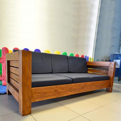 Sofá 2 Lugares de Madeira e Almofadas Modelo Design - 43465